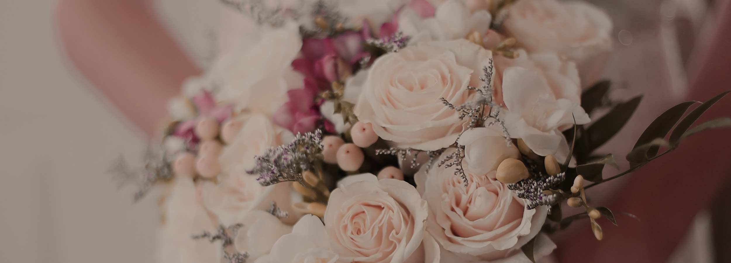 Bröllopsbukett med vackra blommor på Falkenberg Strandbad