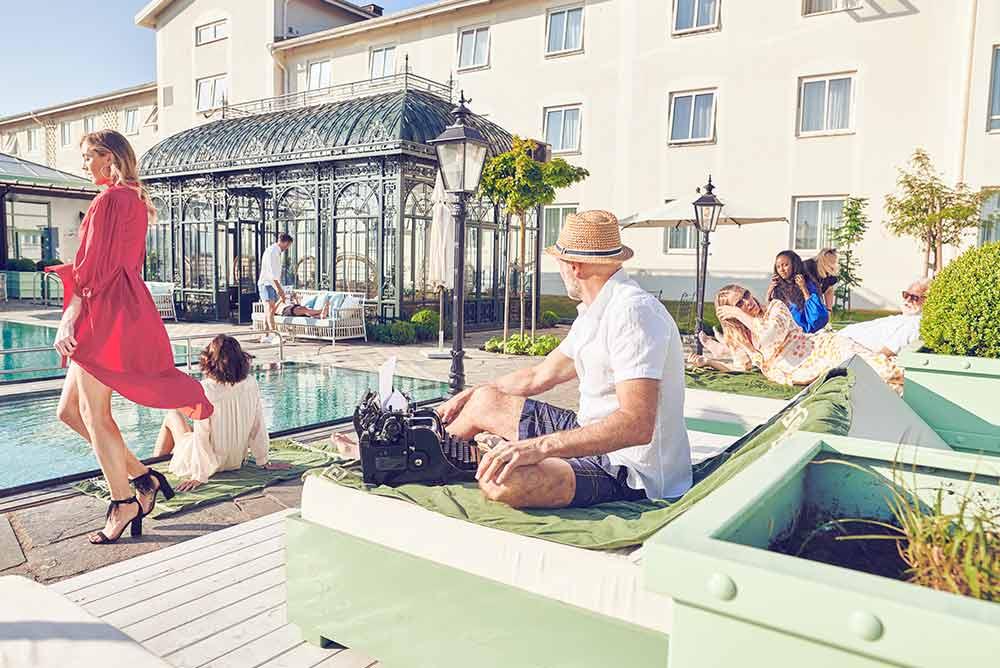 Sol och leenden under konferensen - boka Tropical Thunder konferenspaket på Falkenberg Strandbad